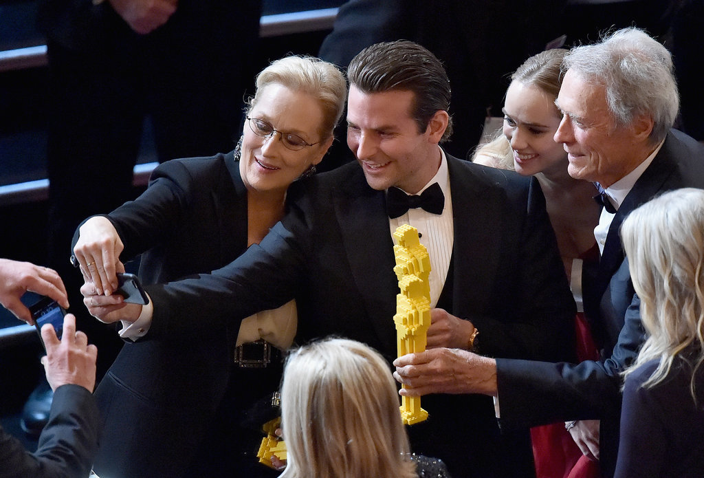 Bradley-Cooper-Took-Selfie-Meryl-Streep-Suki-Waterhouse-Clint-Eastwood getty images